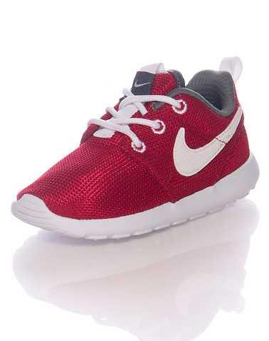 NIKE GIRLS Red Footwear / Sneakers 5C