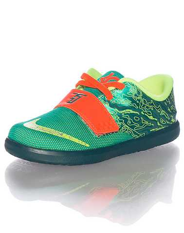 NIKE BOYS Green Footwear / Sneakers