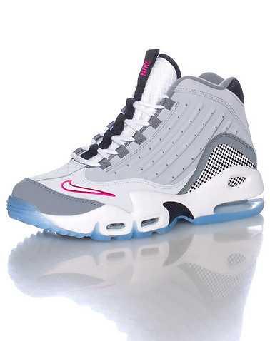 NIKE BOYS Grey Footwear / Sneakers 4.5Y