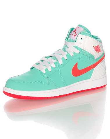 JORDAN GIRLS Medium Green Footwear / Basketball