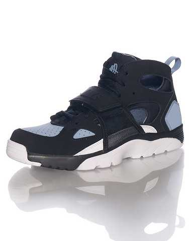 NIKE BOYS Black Footwear / Sneakers 5Y