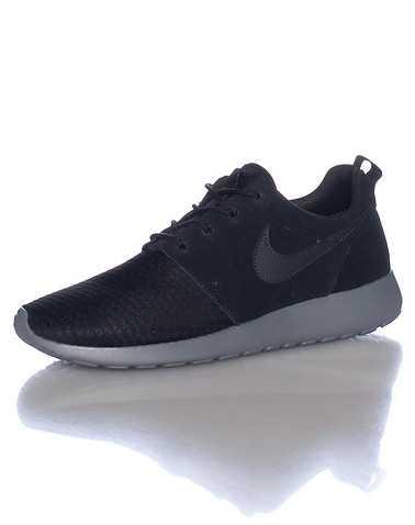 NIKE SPORTSWEAR WOMENS Black Footwear / Sneakers 7.5