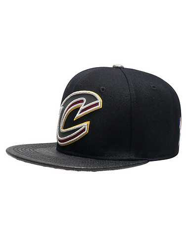 PRO STANDARD MENS Black Accessories / Caps Snapback ONES