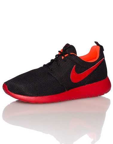 NIKE BOYS Black Footwear / Sneakers 6Y