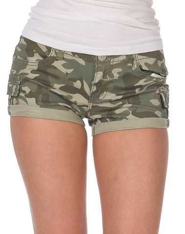 ESSENTIALS WOMENS Green Clothing / Casual Shorts 0