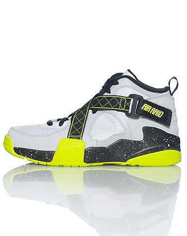 NIKE BOYS Grey Footwear / Sneakers 5.5Y