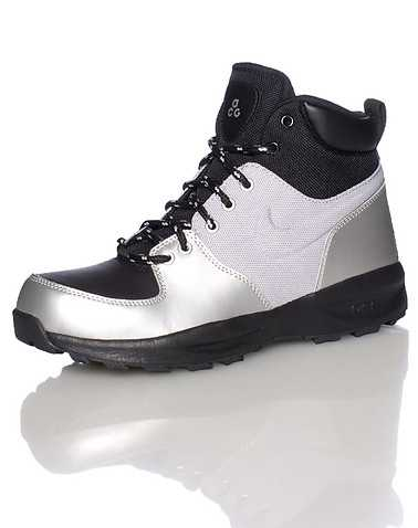 NIKE BOYS Silver Footwear / Boots 4Y
