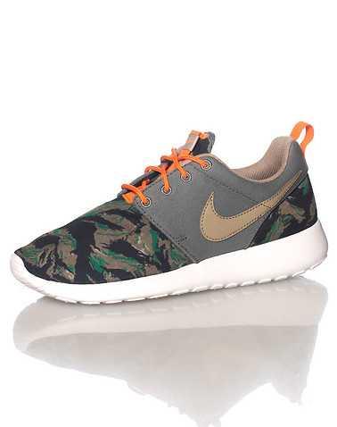 NIKE BOYS Multi-Color Footwear / Sneakers 4Y