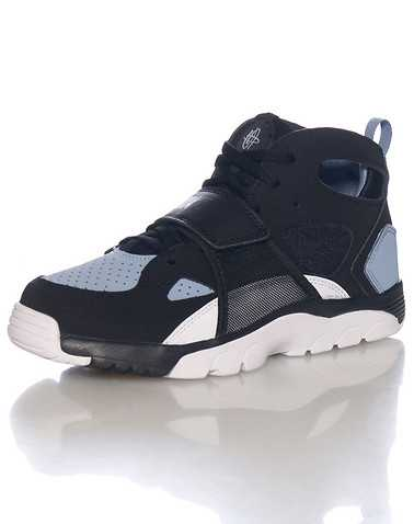 NIKE BOYS Black Footwear / Sneakers 3Y
