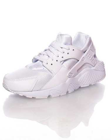 NIKE BOYS White Footwear / Sneakers 4Y